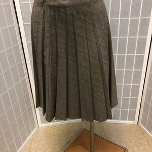 Sunny Leigh Woman Classic Skirts Browns Size 4